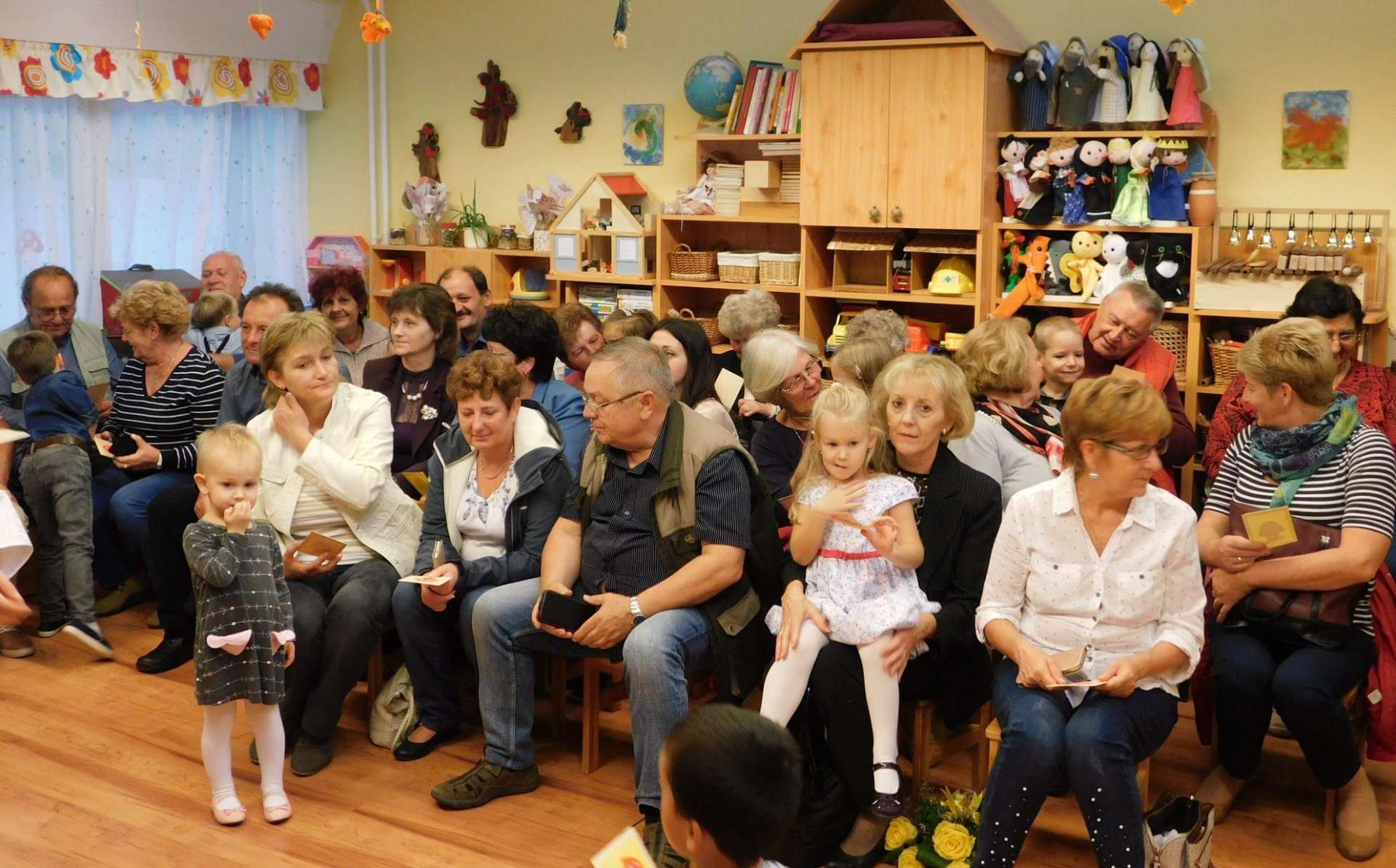A nagyszülőket köszöntötték a katolikus óvodás gyerekek   Kaposvár Most.hu