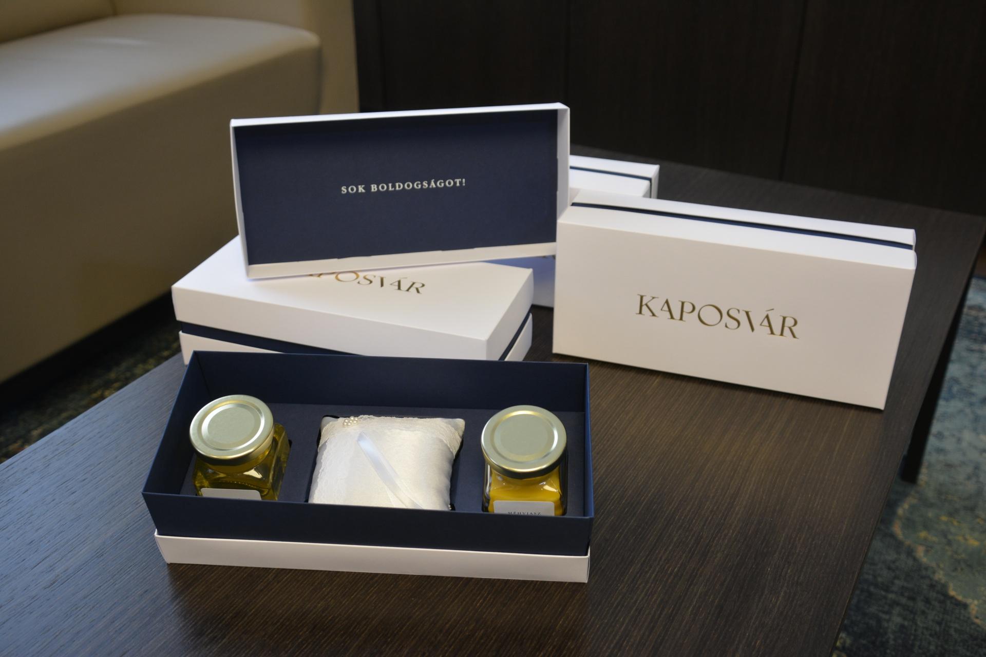 Esküvői dobozt kapnak a kaposvári házasulandók  69c30bb5d3